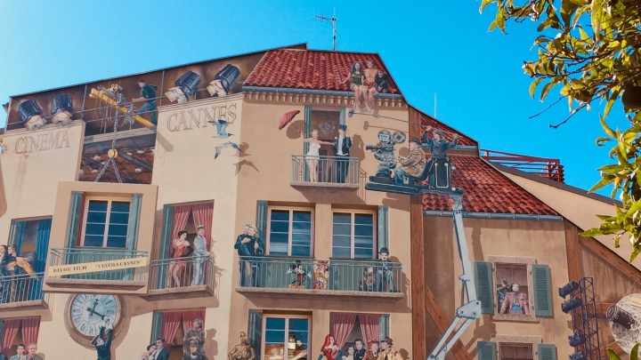 Cannes: monumental mural frescoes in tribute to the Cinema!