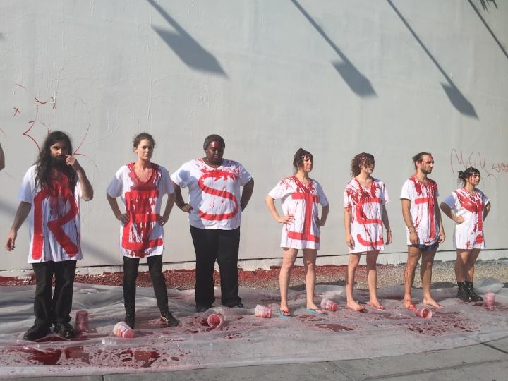 Manifestations contre les violences sexuelles devant le mur blanchit