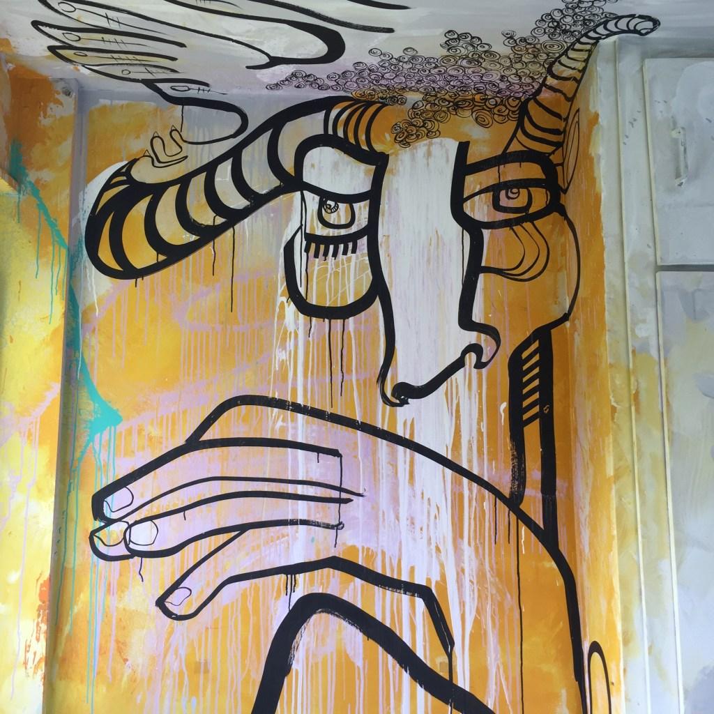 Faites le neuf : oeuvre de l'artiste Franco-portugaise réalisée dans l'Hôtel 128 à Street Art City