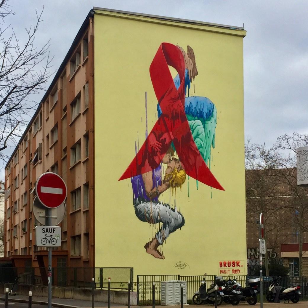 Oeuvre de Street Art réalisée par Brusk à Lyon dans le cadre de la lutte contre le SIDA : Paint red save lives