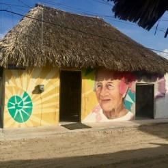 portrait vieille dame - old lady - street art Holbox