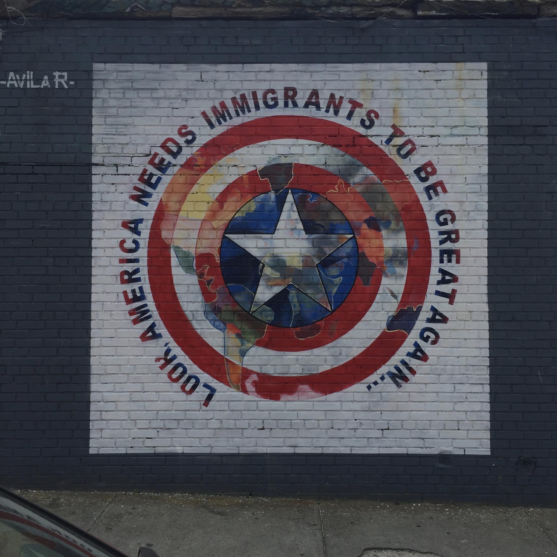 Fresque de Joaquin Avila pour l'immigration réalisée dans le Queens pour le Welling Court Mural Project