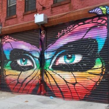 Un regard soit papillon soit félin réalisé par la street artiste Lexi Bella pour le Welling Court Mural project dans le Queens NYC
