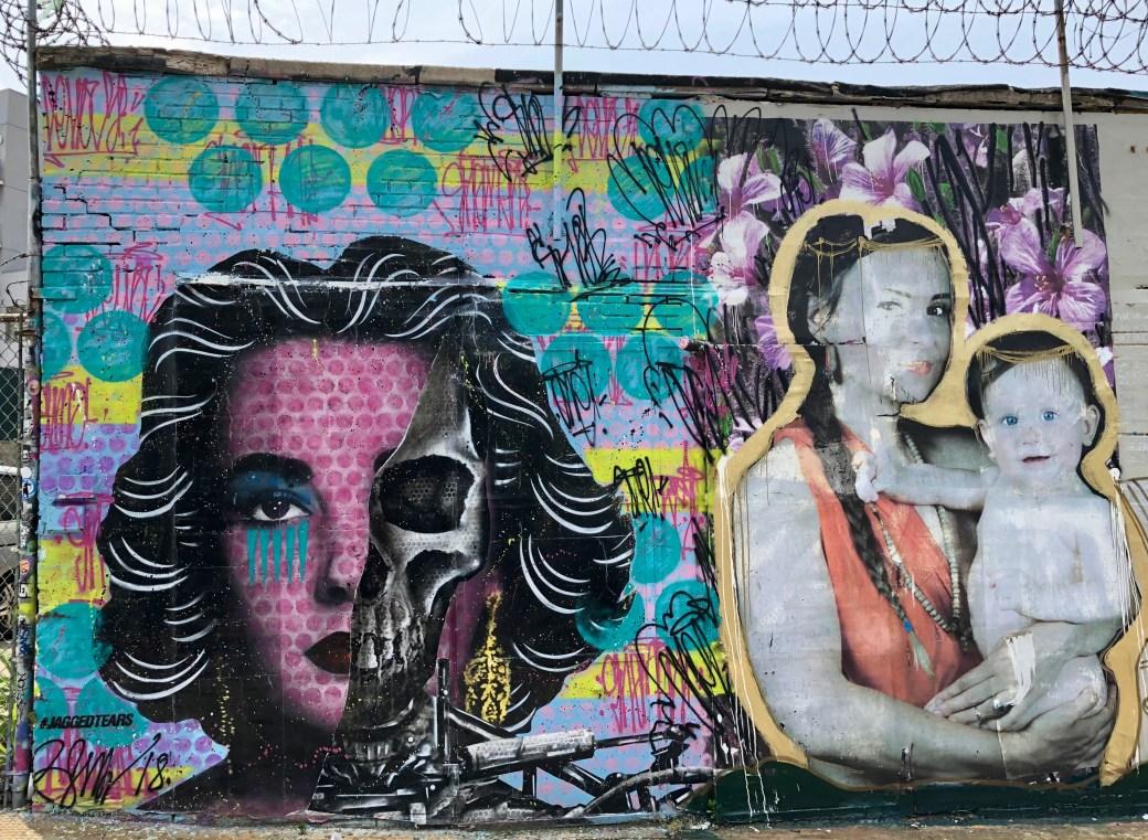 oeuvre représentant Elizabeth Taylor réalisée par le Street Artiste René Gagnon pour sa série JaggedTears. Au Welling Court Mural Project dans le Queens.