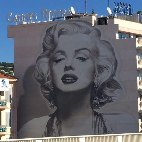 oeuvre monumentale de Street Art représentant Marilyn Monroe à Cannes