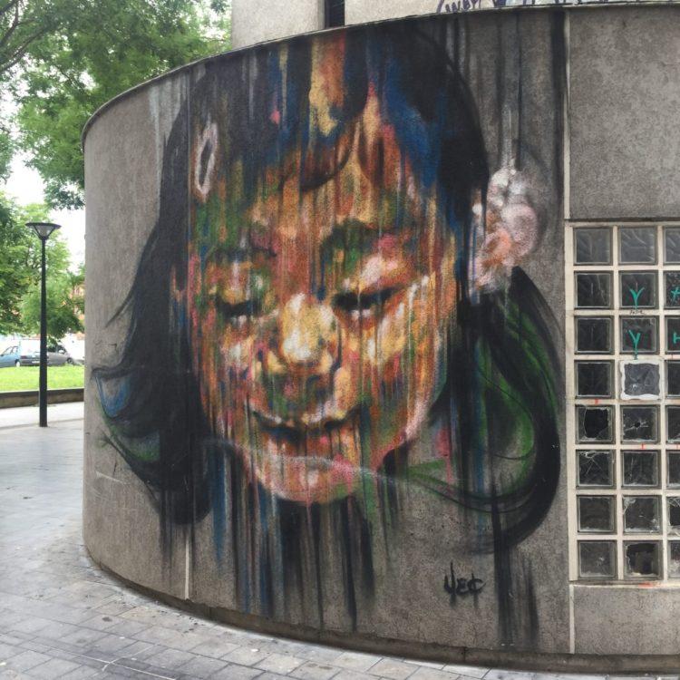Très beau visage de femme réalisé par la street artiste YEC à Vitry-sur-Seine