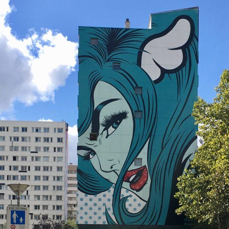 Boulevard paris 13 - Fresque Murale représentant une Pin Up réalisée par l'artiste Anglais D*Face