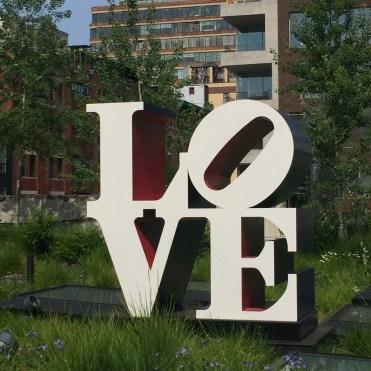 Love - Robert Indiana Sculpture a New York
