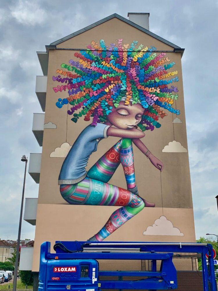 Street Art Chatou - Fresque Murale réalisée par la Street Artiste Vinie Graffiti sur la Diversité