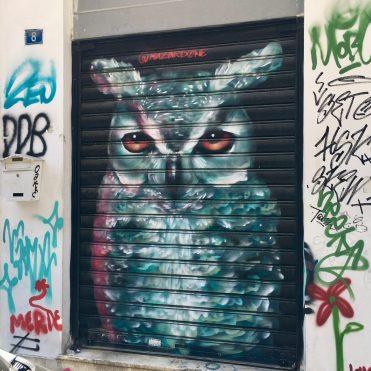 Oeuvre Street Art d'Harriet Wood à Athènes dans le quartier de Psyri