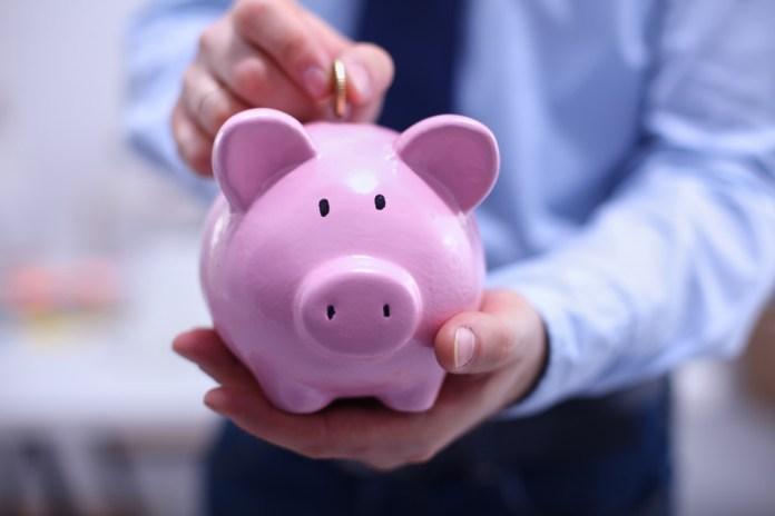 money in piggy bank_minimum wage