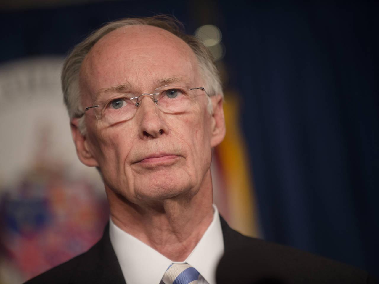 Robert Bentley says he chose to walk away from office, still