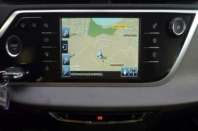 Navigation med farveskærm er tilvalg.