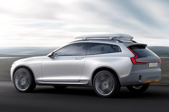 Volvo har desværre ikke lavet billeder med åben bagklap. Måske fordi bagklappen vil ramme tagboxen, medmindre de har lavet nogle meget specielle hængsler