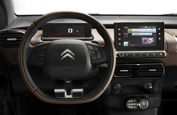 Interiøret er enkelt, men moderne med vægt på elektronik.