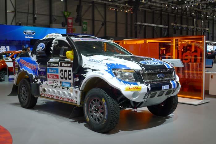 """Ford Racing har rottet sig sammen med nogle sydafrikanere og tyskere med henblik på at udvikle et koncept, som gør det muligt at købe en komplet off-road pakke med en Ranger i rallytrim og klar til start  Dakar Rally med fuld service og det hele. Man skal bare komme med """"snublekysen"""" og sætte sig i førersædet. Men snak lige med banken først, før du skal have en pose med 400.000 euro med til teamet bag den iltre ørkenracer."""