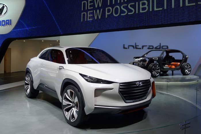 Hyundai Intrado er et SUV-koncept er ikke blot et stilstudie fra designchef Peter Scheyers afdeling, men også teknologisk et koncept med perspektiv. Der er nemlig tale om en ny modelgeneration baseret på drift med brændselscelle-teknologi.