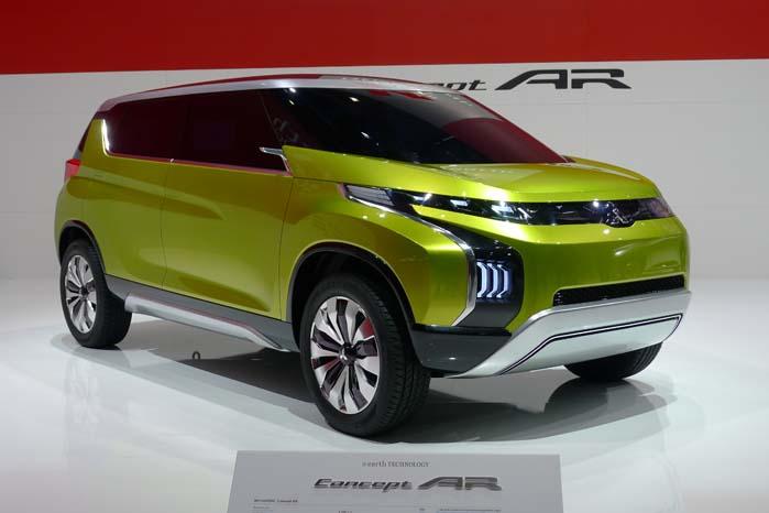 Mitsubishi's Concept AR byder på en kombination af MPV'ens rummelighed med SUV'ens profil og er en forhjulstrækket hybridbil. Den leverer 134 hk med dels en 3-cyl. turboladet motor på 1,1 liter og en 10 kW elektromotor. Trækkraften overføres via et trinløst variabelt gear med skiftepads ved rattet, som tillige har en monitor af touchscreen-typen indbygget i rattet.