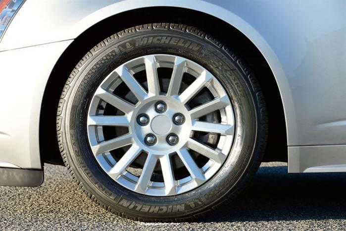 Hører du til de 15 pct., som ignorerer betydningen af korrekt dækmontering eller hører du til de 85 pct., som skifter fra vinterdæk til sommerdæk på rette tidspunkt - nemlig nu?