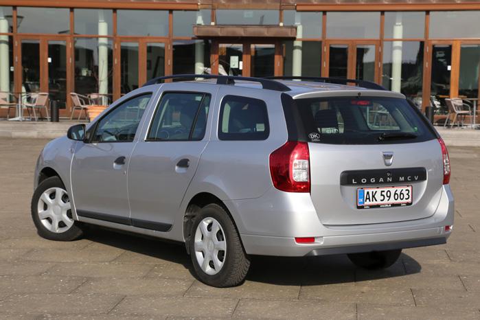 Tagrælinger og alufælge pynter, men ellers bliver det ikke ret meget mere basalt end Dacia Logan
