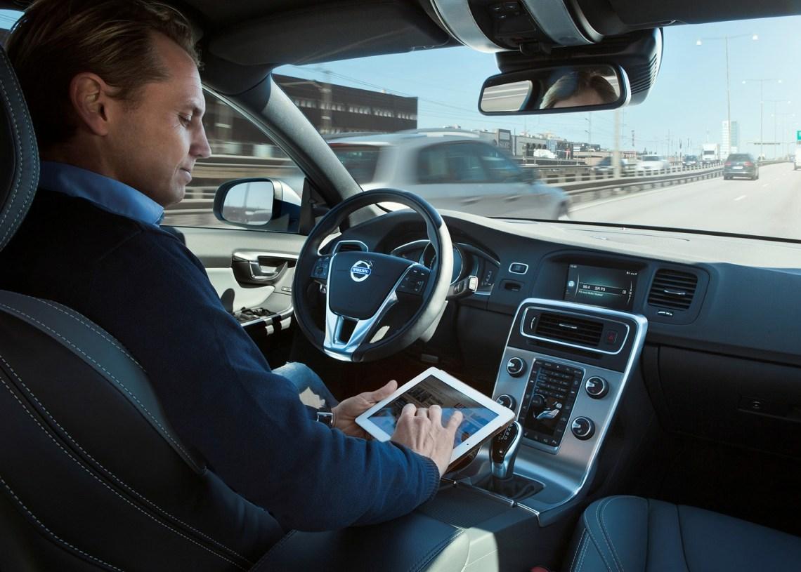 Volvo er nået så langt i deres projekt 'Drive Me', at det nu er lykkedes at køre 100 Volvo'er rundt i Göteborg uden menneskelig indgriben