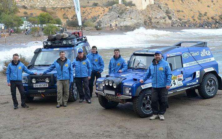 Team Glad med pilot, co-driver, serviceholdet og bilerne. Du kan møde dem og høre hele historien i Kalundborg den 3. maj.