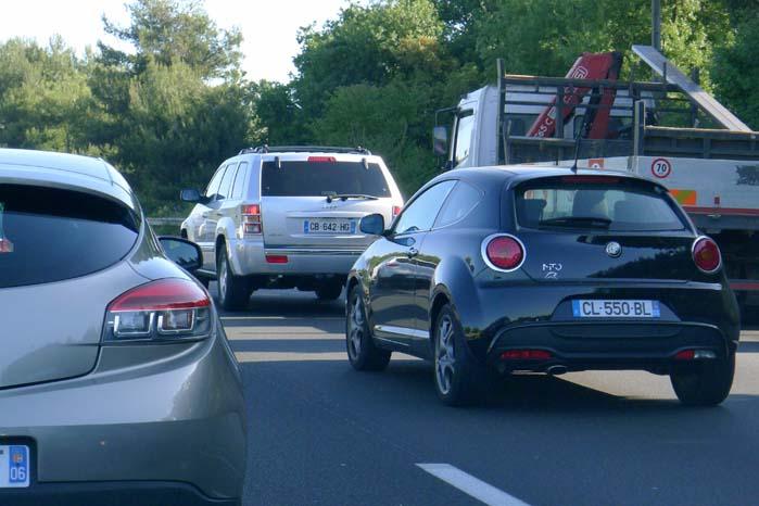 Trafikken på tyske, italienske og franske - som her - motorveje kan ligesom i England drive bilister til både ærgrelse og kedsomhed ved rattet. Sikkert også herhjemme.