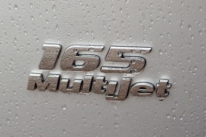 Den kraftfulde 2,0 MJT-motor med 165 hk er alt rigeligt. Lillebror med 130 hk er rigeligt til opgaven, men den er der ikke kampagne på