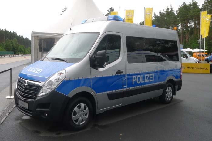 """Movano indrettet som """"prærievogn"""" til politiet og med plads til f.eks. transport af en indsatsstyrke."""