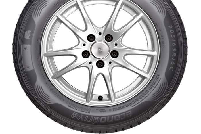 Bilsporten har gennem tiden givet mange input til udvikling af dæk til almindelige biler - og vil fortsat gøre det.