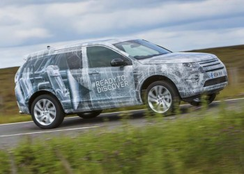 Land Rover har med den camouflerede Discovery Sport løftet en flig af, hvad der er i vente.
