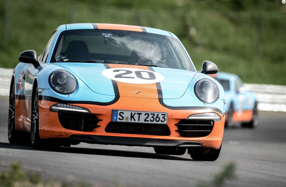 Jan Kalmar arrangerer køretekniske kurser på alt fra racerbaner...