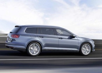 VW blæser for ottende gang med en ny Passat - og vi får den til Danmark sidst på året.