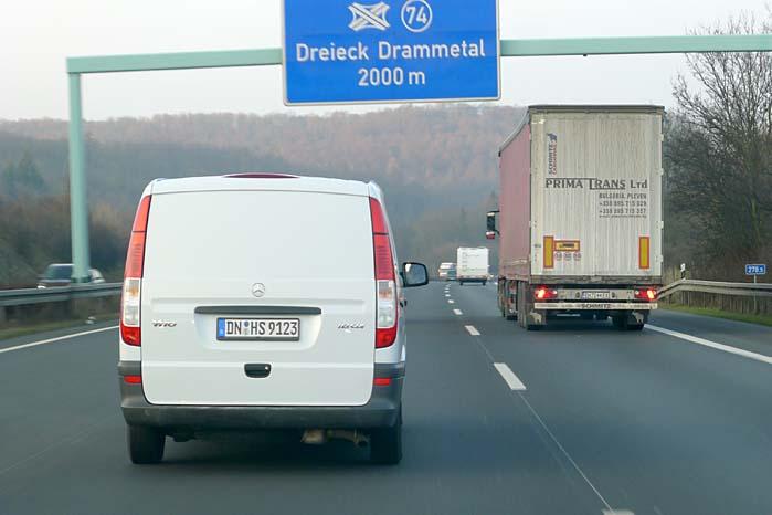 Transportminister Alexander Dobrindts foreslåede vejskat rammer ikke kun den tunge transport, men alle biler på autobahn-nettet, men forslaget vil forfordele de tyske bilister.