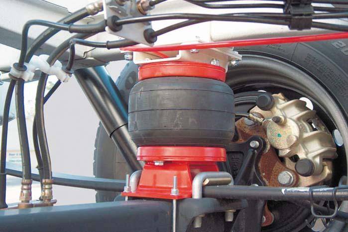 Med kompressor-kit kan Air Top-systemets luftbælge reguleres individuelt og anvendes til at kompensere for asymmetrisk vægtfordeling på ladet og derved bidrage til at sikre optimal balance i varebilen..