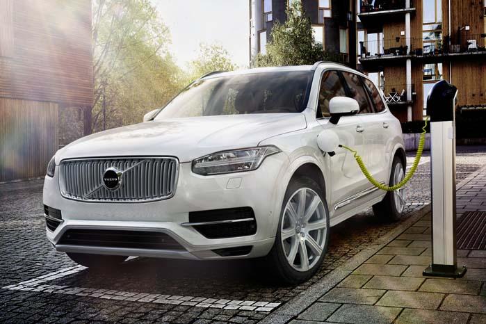 Skulle bestræbelserne på at udfase benzin- og dieseldrevne biler idnen 2035, har Volvo allerede forberedt sig på en fremtid med plug-in hybrid-biler og batteridrevne el-biler.