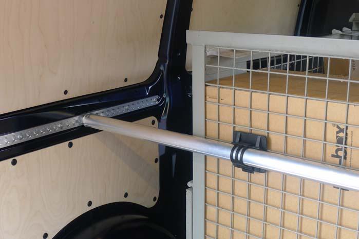Ikke kun ved gulvet, men også i højden er der sørget for optimale muligheder for sikring af det gods, som skal transporteres i den nye Vito.