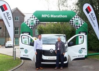 Dan Gilkes og Ray Penford fik drevet den nye Renault Trafic til at køre med et gennemsnit på 19,66 kilometer per liter.
