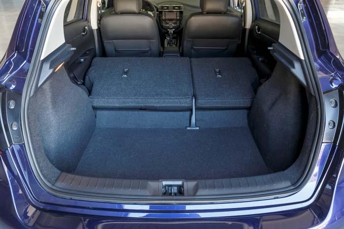 Med bagsæderne fjernet og montering af et fladt gulv kan Pulsar forvandles til en praktisk og kompakt varebil.