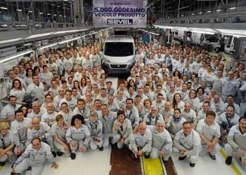 Fem millioner varebiler er der produceret på Fiats fabrik i Sevel. Jubilæumsmodellen blev - måske ikke overraskende - en Fiat Ducato fra samme samlebåndet, som Citroën Jumper og Peugeot Boxer triller af