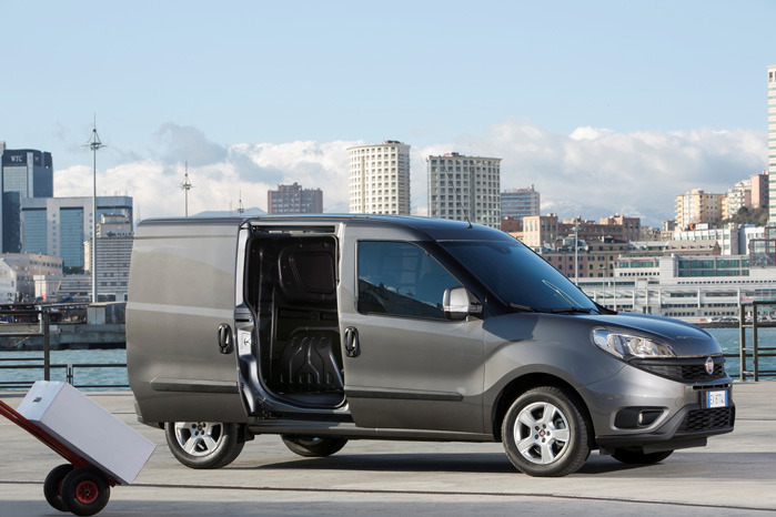 Fiat Doblo Cargo kommer i et væld af udførelser og står klar hos Fiats erhvervsforhandlere, Fiat Professional