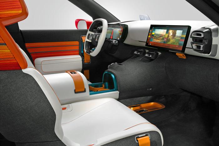 For et par uger siden præsenterede Renault den nye Espace med skandaløse kopholdere. Den fejl begår Citroën ikke. I global udførelse er der plads til Super Size mokkabaljer under det forskydelige armlæn
