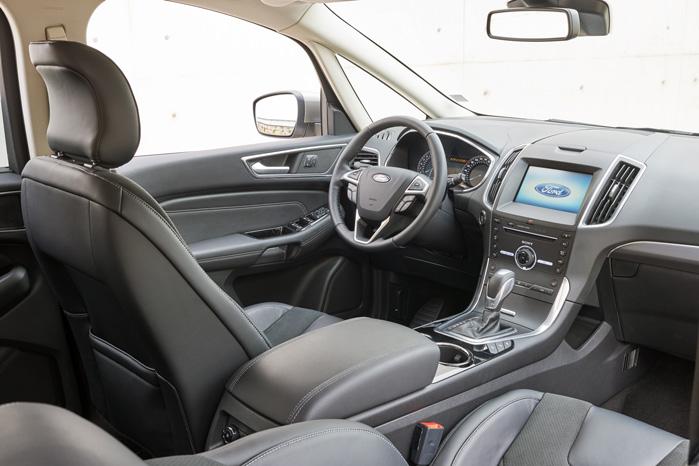 Touch-skærmen er flyttet op, hvor luftdysserne sad i den gamle S-Max. Det bidrager til sikkerheden, fordi blikket skal flyttes mindre for at se for eksempel GPS'en
