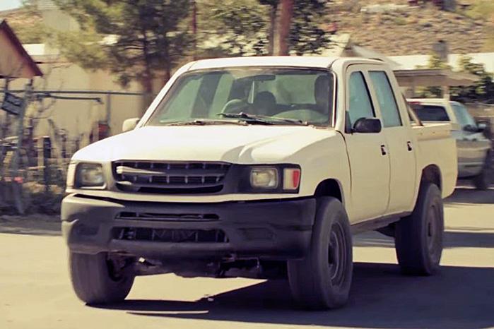 ...og her er den samme pickup klædt ud som Damaskus-kampvogn, klar til at blive bestykket med maskingeværer og granatkaster