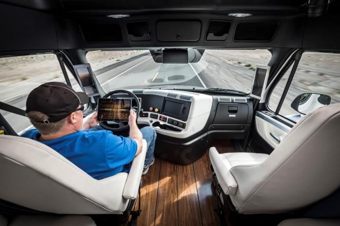 Smæk bare benene op og find Altomvarebiler.dk på tableten – Optimus Prime har roret