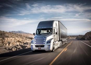 Transformers er iblandt os – eller måske er det bare amerikanske Freightliner, der nu har fået tilladelse til at teste selvkørende lastbiler på vejene i Arizona