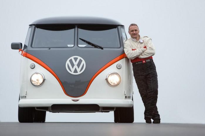 Fred Bernhard ser tilforladelig ud, men han må være kugleskør, når han har valgt at ombygge en T1'er til et racerjern