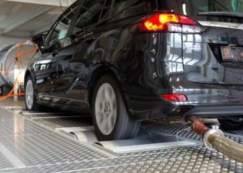 Undersøgelseskomité beskylder Opel for at have brugt ulovlig software i Opel Zafira. Opel siger, den er lovlig