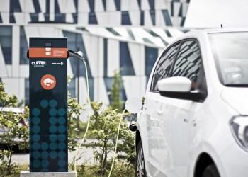 I dag tager det cirka 30 minutter at lade en elbil op til 80 procent ved en 50 kW ladestander. Til næste år introduceres 150 kW opladning