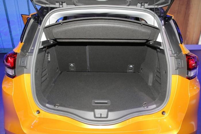 Med bagsædet oppe er der plads til respektable 572 liter i bagagerummet.